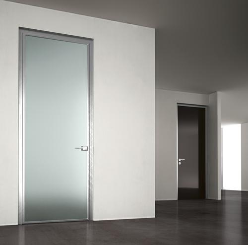 Porta in vetro acidato nero dinamika a battente in alluminio adielle casa infissi debernardis - Porte interne alluminio e vetro ...