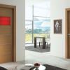 porta interna in laminato in larice e noce con vetro seta rosso con croci in alluminio a battente ixia ican