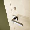 porta in legno laccata lux con madreperla crema lucido spazzolato a battente dettaglio dorica castelli
