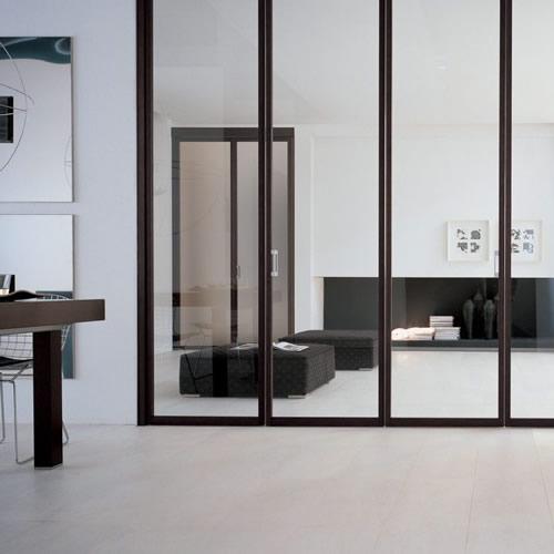 Porta in vetro neutro soffietto unika con binario attacco a soffitto alluminio rivestito weng - Porta a soffietto in vetro ...