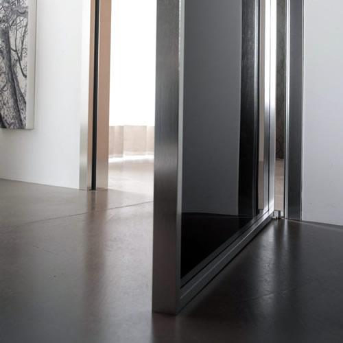 Porta in vetro ardesia mitika a battente in alluminio for Porta vetro battente