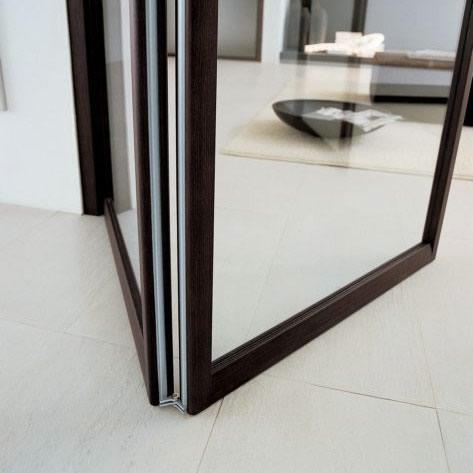 porta in vetro neutro a soffietto unika con binario e attacco a soffito in alluminio e rivestito ...