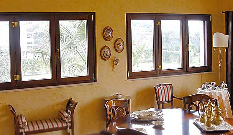 5-finestre-legno-classe-a-tre-ante-ribalta