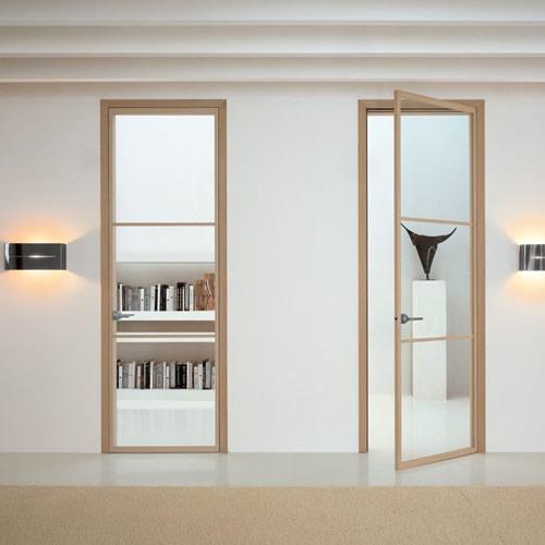 Porta in vetro neutro unika a battente con stipiti in alluminio e rivestito in rovere sbiancato - Porte interne alluminio e vetro ...