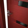 porta interna in laminato in larice rosso con vetro nero coprente e lucido dettaglio calathea ican