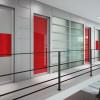 porta interna in laminato con alluminio zero chimico e vetro seta rosso scuro coprente e lucido a battente oxalis ican